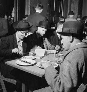 LONDONERS' MEALS SERVICE: CANTEEN AT FISHMONGERS' HALL, LONDON BRIDGE, LONDON, 1942