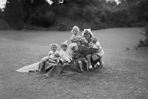 LIFE AT THE QUERNS NURSERY (THE ARTHUR JAMES BALFOUR HOME), GLOUCESTERSHIRE, OCTOBER 1942