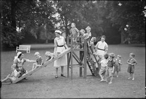LIFE AT DAUNTSEY PARK NURSERY (CAPTAIN COLIN P KELLY - CORPORAL MEYER LEVIN NURSERY), WILTSHIRE, OCTOBER 1942