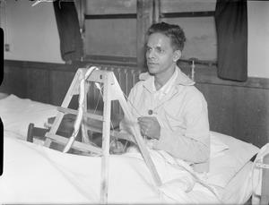 INDIAN SEAMEN ON RUSSIAN CONVOY: INJURED SEAMAN RECOVERS IN HOSPITAL, 1942