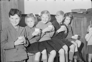 CHIPSTEAD COUNCIL SCHOOL: EDUCATION AND COMMUNAL FEEDING, CHIPSTEAD, SURREY, 1942