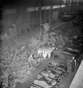 BIRTH OF A GUN: THE PRODUCTION OF A 25 POUNDER FIELD GUN, 1942