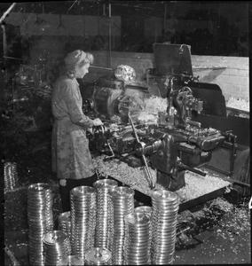 A MERLIN IS MADE: THE PRODUCTION OF MERLIN ENGINES AT A ROLLS ROYCE FACTORY, 1942