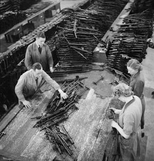 STEN GUN PRODUCTION IN BRITAIN, 1943