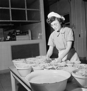 DOMESTIC WORK IN HOSPITALS, ST HELIER HOSPITAL, CARSHALTON, SURREY, 1943