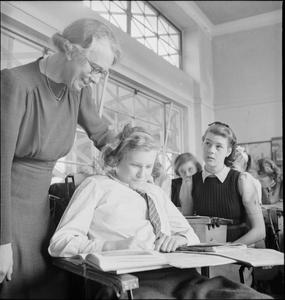 YOUNG BRITONS STUDY AMERICAN HISTORY: EDUCATION IN WARTIME ENGLAND, 1943
