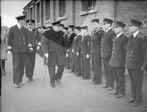 THE PRIME MINISTER VISITS ROSYTH. OCTOBER 1940.