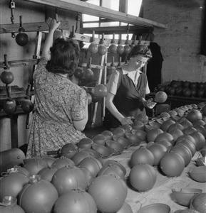 STICKY BOMB: THE PRODUCTION OF THE No 74 GRENADE IN BRITAIN, 1943