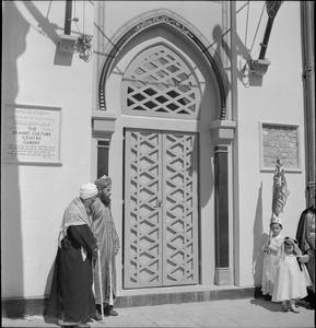 MUSLIM COMMUNITY: EVERYDAY LIFE IN BUTETOWN, CARDIFF, WALES, UK, 1943
