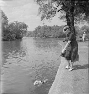 LONDON PARKS: ENTERTAINMENT AND RELAXATION IN THE HEART OF THE CITY, LONDON, ENGLAND, 1943