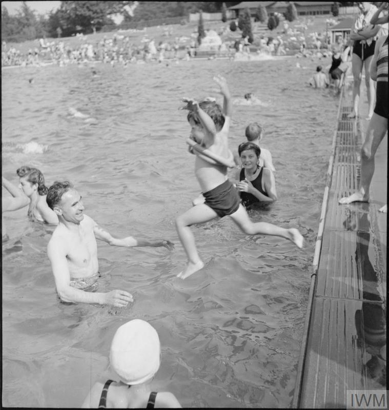 BATHING POOL: ENTERTAINMENT AND RELAXATION IN THE OPEN AIR, GUILDFORD, SURREY, ENGLAND, 1943