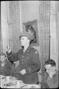 ALLIED FORCES CELEBRATE JEWISH NEW YEAR: RELIGIOUS CELEBRATIONS AT THE BALFOUR SERVICE CLUB, LONDON, UK, 1943