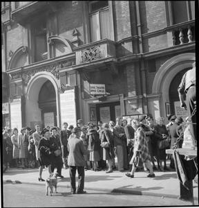 WARTIME THEATRE: ENTERTAINMENT IN LONDON, ENGLAND, UK, AUGUST 1943