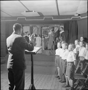 LEARNING BY ACTING: EDUCATION THROUGH THEATRE FOR EVACUEES AT A 'CAMP SCHOOL', MARCHANT'S HILL, HINDHEAD, SURREY, 1943