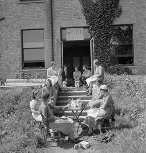THEY ALSO FIGHT WHO ONLY STAND AND WAIT: PART-TIME WAR WORK IN SURREY, ENGLAND, 1943