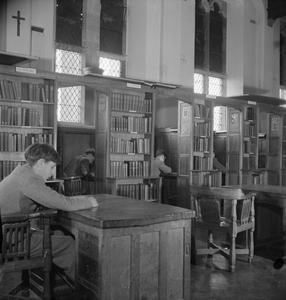 CATHOLIC PUBLIC SCHOOL: EVERYDAY LIFE AT AMPLEFORTH COLLEGE, YORK, ENGLAND, UK, 1943