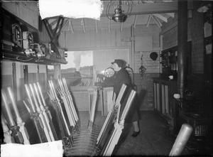 MIDDLE EAST SERGEANT'S WIFE DOES SIGNALMAN'S JOB: LIFE AS A RAILWAY SIGNALWOMAN, MOLLAND, DEVON, ENGLAND, UK, 1943