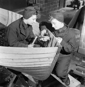 WOMEN'S ROYAL NAVAL SERVICE: WRENS WORK ON ASSAULT LANDING CRAFT, UK, 1944