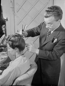 WARTIME HAIR DRESSER: THE WORK OF STEINER'S SALON, GROSVENOR STREET, LONDON, ENGLAND, UK, 1944