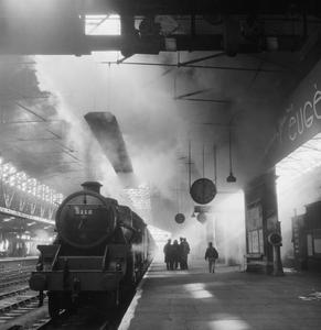 BRITISH RAILWAYS AT WAR: LIFE AT CHESTER STATION, CHESHIRE, ENGLAND, UK, 1944