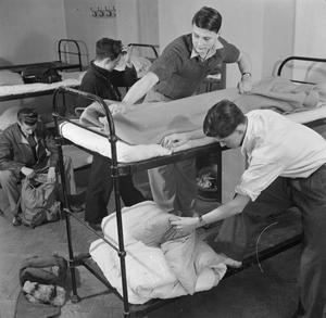 YOUTH HOSTEL: THE WORK OF THE YOUTH HOSTEL ASSOCIATION IN WARTIME, MALHAM, YORKSHIRE, ENGLAND, UK, 1944