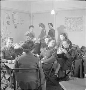 YWCA CLUBS: THE WORK OF THE YOUNG WOMEN'S CHRISTIAN ASSOCIATION IN WARTIME, NORFOLK, ENGLAND, UK, 1944