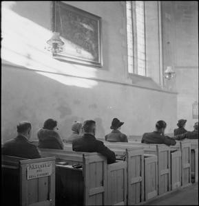 VILLAGE CHURCH: EVERYDAY LIFE IN UFFINGTON, BERKSHIRE, ENGLAND, UK, 1944