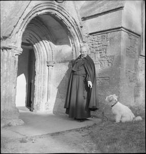VILLAGE CHURCH: EVERYDAY LIFE IN UFFINGTON, BERKSHIRE, ENGLAND, UK, 1944