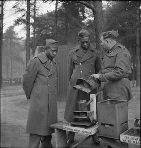US TROOPS ATTEND BRITISH ARMY SCHOOL: AMERICAN SOLDIERS TRAIN AT THE BRITISH ARMY SCHOOL OF HYGIENE, UK, 1944