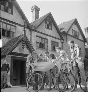 COUNTRY CLUB FOR US AIRMEN: REST AND RECUPERATION IN THE ENGLISH COUNTRYSIDE, STANBRIDGE EARLS, ROMSEY, HAMPSHIRE, 1943