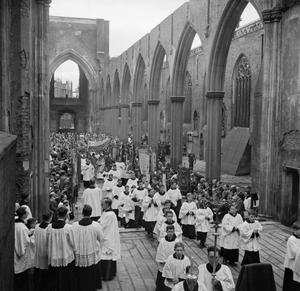 CORPUS CHRISTI IN SOUTHWARK: SERVICE AND CEREMONY AT ST GEORGE'S CATHEDRAL, SOUTHWARK, LONDON, ENGLAND, UK, 1944