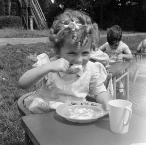 NURSERY SCHOOL: LIFE AT THE OLD MANOR HOUSE, WENDOVER, BUCKINGHAMSHIRE, ENGLAND, 1944