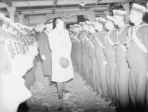 DUKE OF DEVONSHIRE, THE UNDER SECRETARY FOR INDIA, VISITS MEMBERS OF HM ROYAL INDIAN NAVY, AT A BASE. 1941.