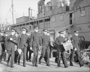 ROYAL MARINE BAND AIDS A TOWN'S WARSHIP'S WEEK. 17 OCTOBER 1941, ROSYTH.