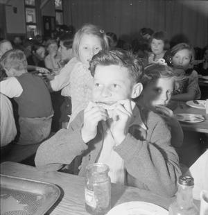 SCHOOL FOR EVACUEES: EVERYDAY LIFE AT MARCHANT'S HILL CAMP SCHOOL, HINDHEAD, SURREY, ENGLAND, UK, 1944