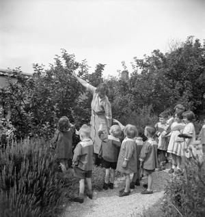A MODEL NURSERY SCHOOL: THE WORK OF TARNER LAND NURSERY SCHOOL, BRIGHTON, SUSSEX, ENGLAND, UK, 1944