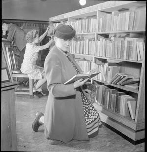 PUBLIC LIBRARY: THE WORK OF LEYTON PUBLIC LIBRARY SERVICE, CHURCH LANE, LEYTONSTONE, LONDON, ENGLAND, UK, SEPTEMBER 1944