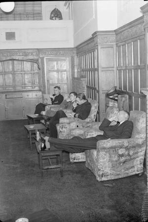 MERCHANT NAVY HOTEL: NAVAL ACCOMMODATION IN BEDFORD SQUARE, LONDON, ENGLAND, UK, 1944