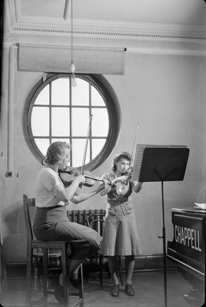 ROYAL ACADEMY OF MUSIC: THE WORK OF THE ROYAL ACADEMY IN WARTIME, LONDON, ENGLAND, UK, 1944