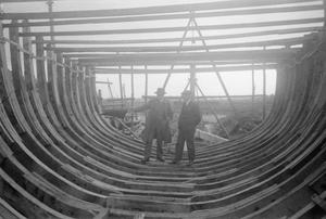 RYE SHIPYARD: THE CONSTRUCTION OF MOTOR FISHING VESSELS, RYE, SUSSEX, ENGLAND, UK, 1944