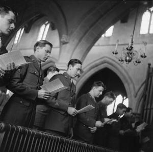 THANKSGIVING DAY SERVICE HELD IN ENGLISH COUNTRY CHURCH: AMERICANS IN CRANSLEY, NORTHAMPTONSHIRE, ENGLAND, UK, 23 NOVEMBER 1944