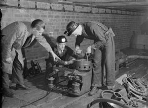 MECHANISING THE MINES: BRITISH TRAINING SCHOOL USES AMERICAN MINING EQUIPMENT, SHEFFIELD, WEST RIDING, YORKSHIRE, ENGLAND, UK, 1944