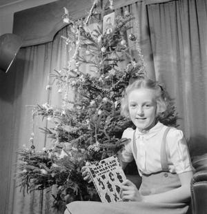 CHRISTMAS PARTY FOR TROOPER DEVEREUX'S DAUGHTER: CHRISTMAS IN WARTIME, PINNER, MIDDLESEX, DECEMBER 1944