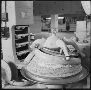 A MODERN BAKERY: THE WORK OF WONDER BAKERY, WOOD GREEN, LONDON, ENGLAND, UK, 1944