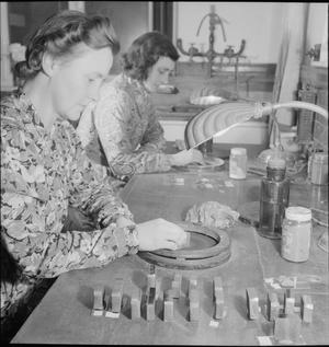 NATIONAL PHYSICAL LABORATORY: SCIENCE AND TECHNOLOGY IN WARTIME, TEDDINGTON, MIDDLESEX, ENGLAND, UK, 1944
