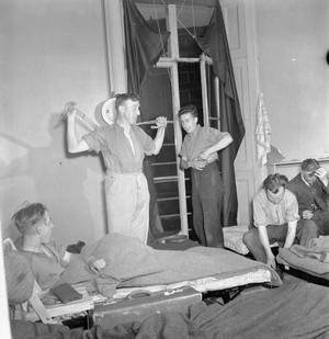 BLITZ REPAIR SQUAD'S LONDON CAMP: EVERYDAY LIFE WITH THE BLITZ REPAIR TEAMS, LONDON, ENGLAND, UK, 1944