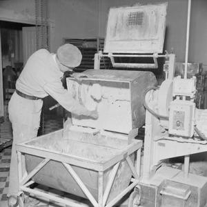A SUBSTITUTE FOR QUININE: THE PRODUCTION OF MEPACRINE AT A FACTORY NEAR LONDON, ENGLAND, UK, 1945