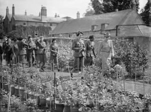GARDEN PARTY FOR WEST INDIAN ATS: REST AND RELAXATION IN BICESTER, OXFORDSHIRE, ENGLAND, UK, 1944