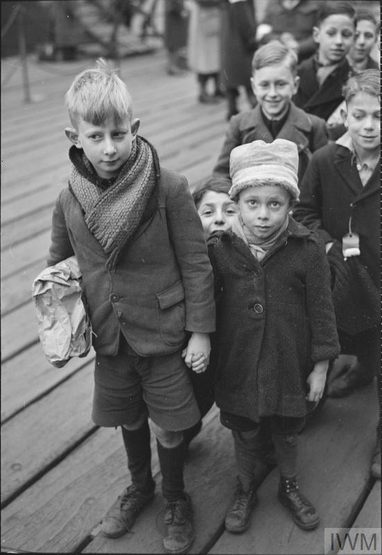 dutch child refugees arrival in britain at tilbury essex