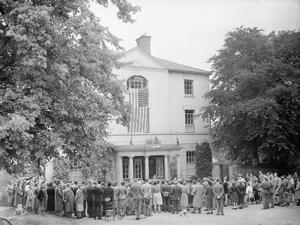 AMERICAN EMBASSY REPRESENTATIVE OPENS NEW YOUTH HOSTEL: LIFE AT BURGAGE MANOR YOUTH HOSTEL, SOUTHWELL, NOTTINGHAMSHIRE, ENGLAND, UK, 1944